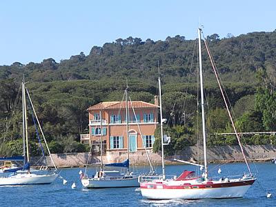 Maison sur le port porquerolles vacances en bateau for Acheter maison porquerolles