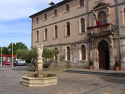 http://www.web-provence.com/photo-2/monteux-3.jpg