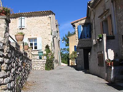 saint-esteve-janson - Village
