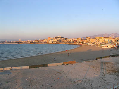 http://www.web-provence.com/plages/pointe-rouge-marseille.jpg
