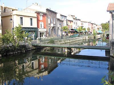 Photo isle sur sorgue ville d 39 antiquaires for Piscine isle sur sorgue