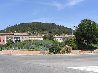 Carrefour giratoire le luc en provence for Cash piscine le luc